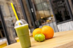 Orangen-Matcha Erfrischungsgetränk für den Sommer
